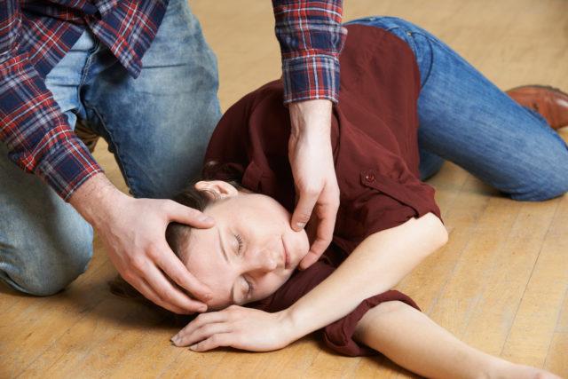 Primeros auxilios en caso de crisis convulsiva